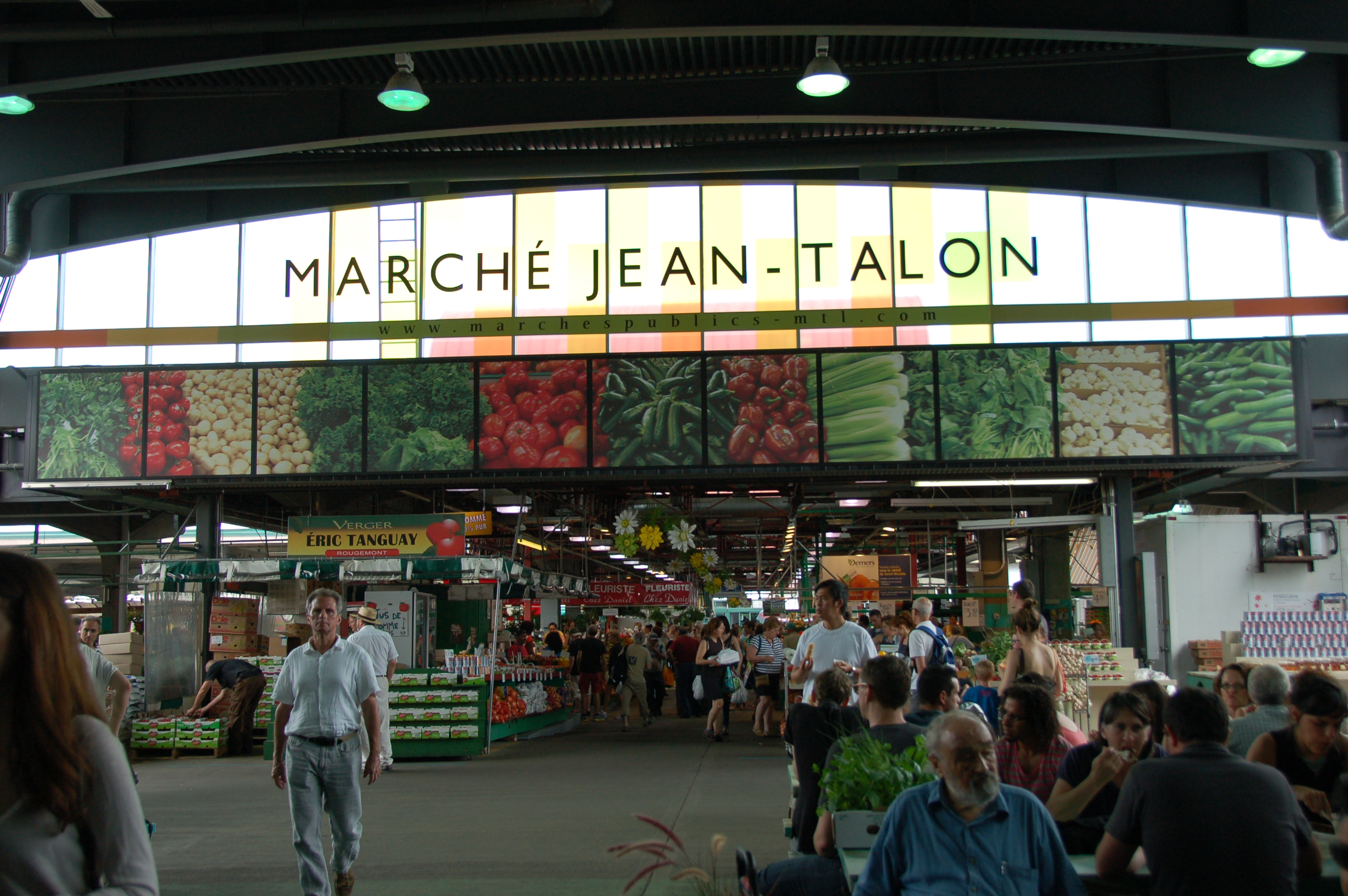 Marche jean talon west of the loop for Meubles montreal jean talon