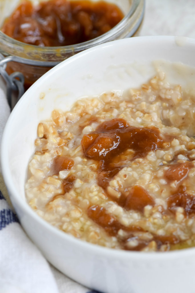 oatmeal with peach jam