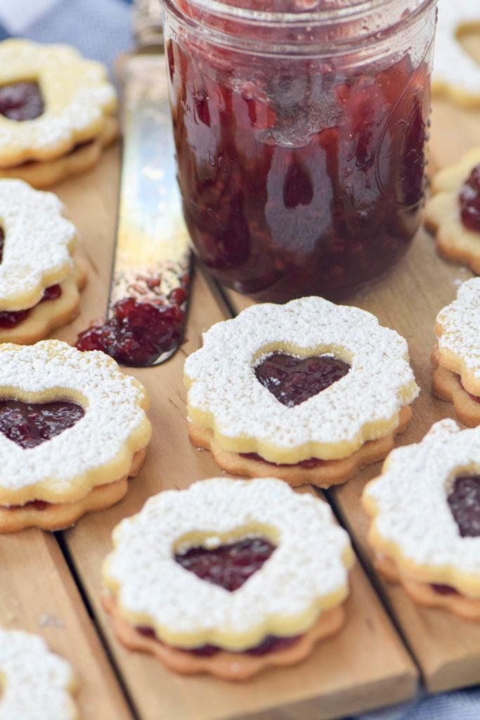 linzer cookies raspberry jam